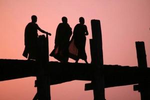 Тримата монаси